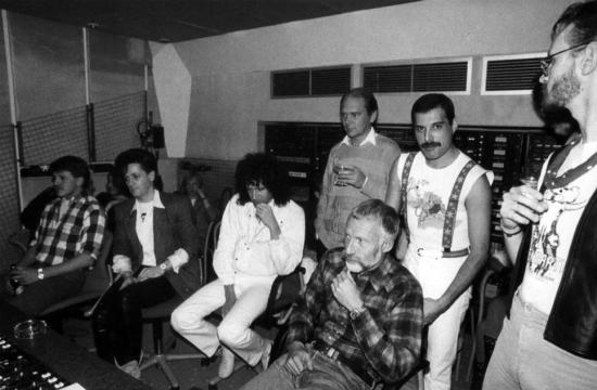W studio podczas pracy nad albumem Mr. Bad Guy