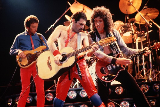 queen-on-stage-big-photo