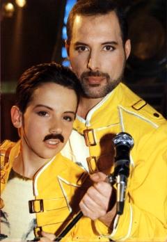 Ross McCall & Freddie na planie teledysku 'The Miracle'
