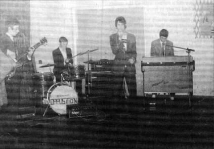The Opposition: John Deacon, Nigel Bullen, Dave Williams i Richard Young; Roundhill Youth Club, Thurmaston, Leicester, wczesny 1967 r.