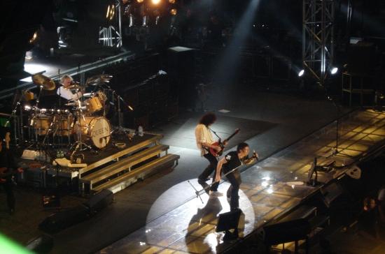 Queen + Paul Rodgers w akcji, Nelson Mandela Forum, Florencja, 7.04.2005 r.; fot.: queenvinyls.com