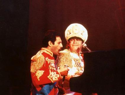 Freddie Mercury & Elton John; fot. queenconcerts.com