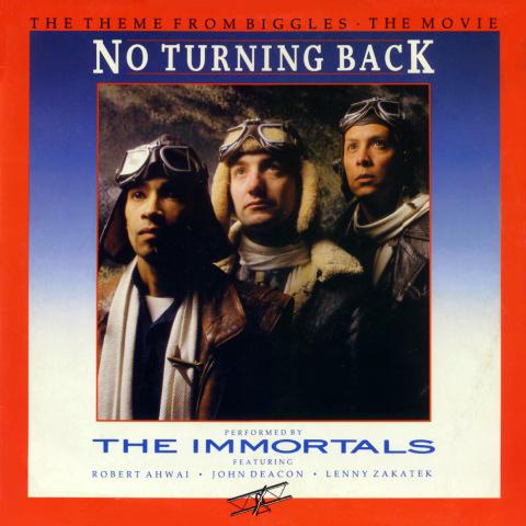 The Immortals: John Deacon (bas), Lenny Zakatek (wokal, gitara rytmiczna) i Robert Ahwai (gitara prowadząca)