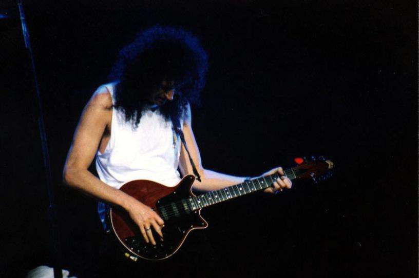 Brian May podczas koncertu w Sheffield, 9 czerwca 1993 r.; fot.: queenconcerts.com