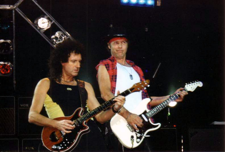 Brian May i Jamie Moses, 28 października 1998 r., Birmingham; fot.: queenconcerts.com