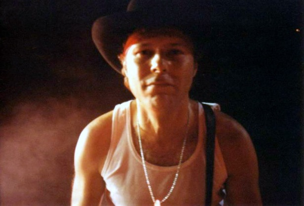 Pięknie pozujący Jamie Moses, 28 października 1998 r., Birmingham; fot.: queenconcerts.com