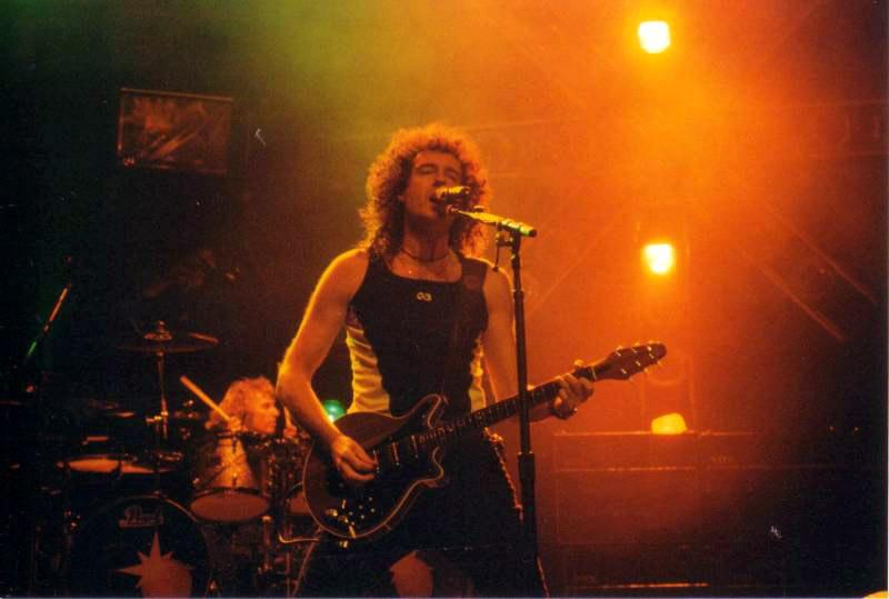 27 października 1998 r., Bristol; fot.: queenconcerts.com