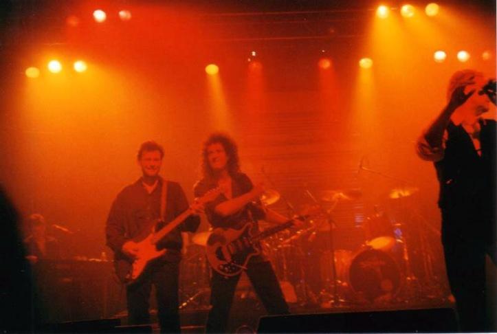 Tak - to Brian May. Nie - nie pomyliliście podstron ;); Wolverhampton, 30 marca 1999 r.; fot.: queenconcerts.com