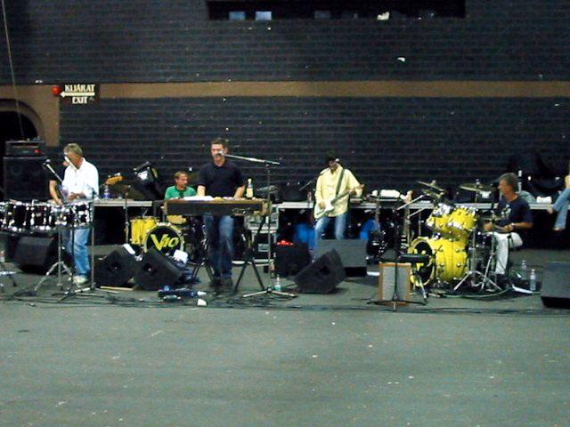 Roger Taylor i zespół V10, 16.08.2002 r.; fot.: queenconcerts.com