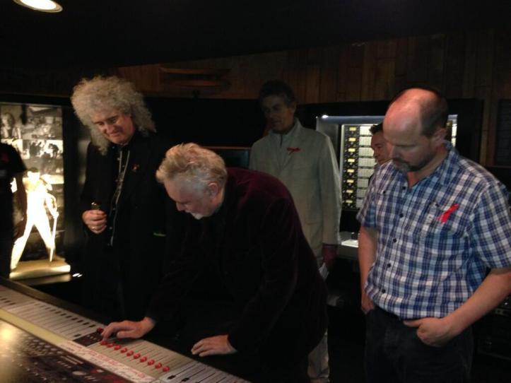 Brian May, Roger Taylor i Justin Shirley-Smith w dniu otwarcia wystawy