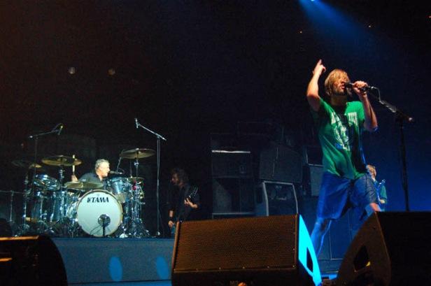Roger Taylor i Taylor Hawkins, koncert Foo Fighters, 14 października 2005 r.; fot.: queenconcerts.com