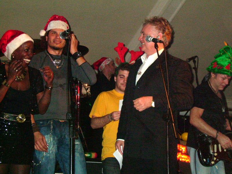 Merry Xmas (War Is Over) - Kiki Dee, Jeff Scott Soto, Felix, Roger, Jamie Moses; fot.: queenconcerts.com
