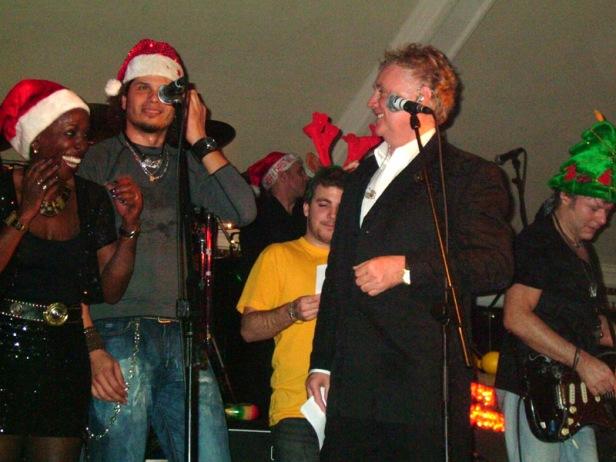 Merry Xmas (War Is Over) - Kiki Dee, Jeff Scott Soto, Felix, Roger, Jamie Moses; fot.: queenconcerts.com