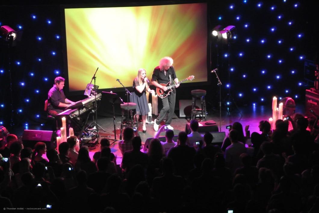 Jeff Leach, Kerry Ellis i Brian May; Paryż, 8 lipca 2013 r.; fot.: Thorsten Wollek, http://rocknconcert.com/
