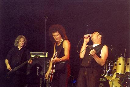Neil Murray, Brian May i Chris Thompson, Cozy Powell Tribute Concert, 1 maja 1999 r.; fot.: Rebecca Makin, cozypowell.com