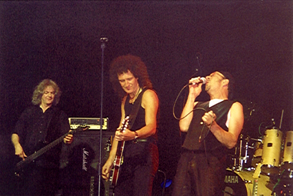 Neil Murray, Brian May i Chris Thompson, Cozy Powell Tribute Concert, 1 maja 1999 r.; fot.: Rebecca Makin, cozypowell.com