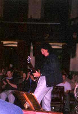 Cambridge Union Society,  9 października 2001 r.; fot.: queenconcerts.com