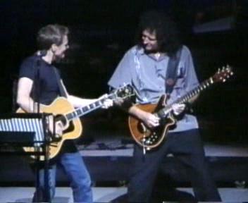 Bryan Adams i Brian May, Gorilla Fund, 10 listopada 2002 r.; fot.: queenconcerts.com