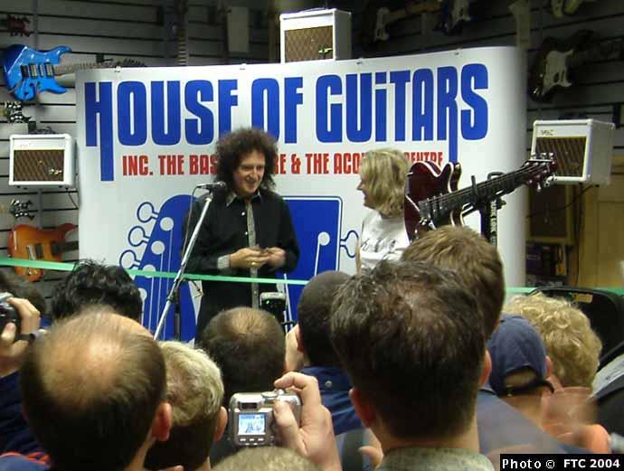 House of Guitars, 8 stycznia 2004 r.; fot.: queenconcerts.com