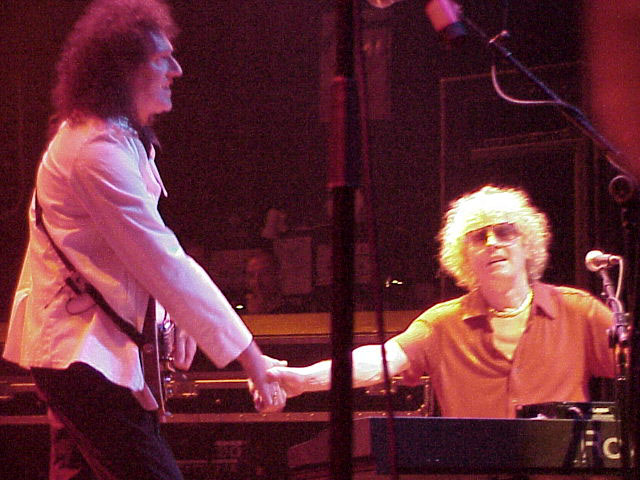 Spotkanie po latach - Brian i Ian Hunter z Mott the Hoople, Astoria Theatre, 28 maja 2004 r.; fot.: queenconcerts.com