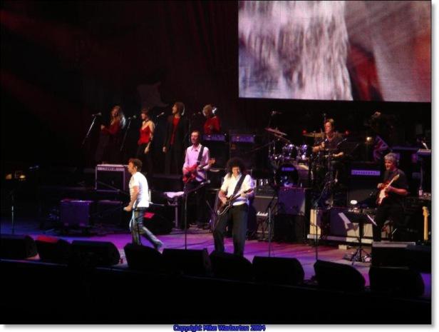 Paul i Brian, Strat Pack, Wembley Arena, 24 września 2004 r.; fot.: queenconcerts.com