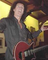 Cambridge Union Society,  9 października 2001 r.; fot.: Cambridge Evening News, źródło: brianmay.com