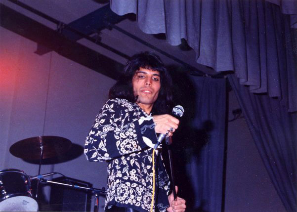 Freddie w Canvey Island, 22 marca 1974 r.; fot.: Paul Bird, źródło: queenlive.ca