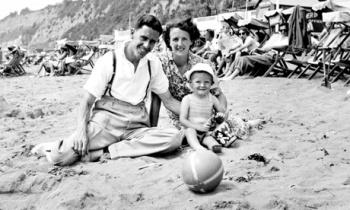 Harold, Ruth i mały Brian na wakacjach; fot.: Carlton Books